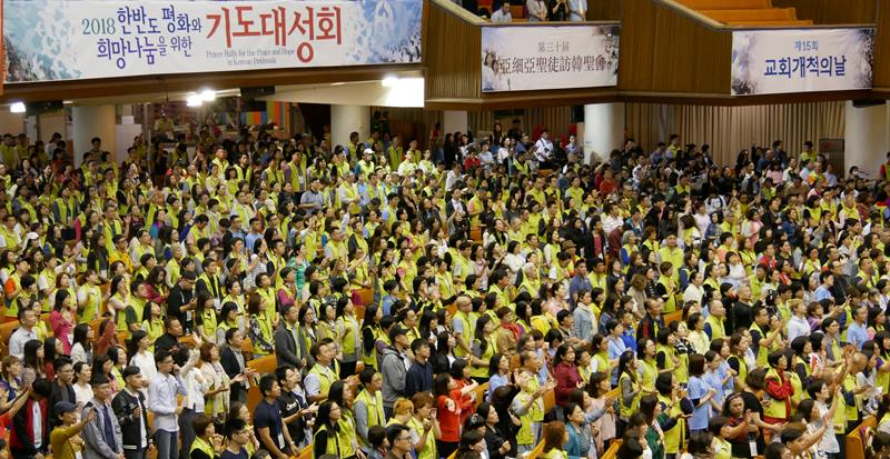 汝矣島純福音教會內的人潮。