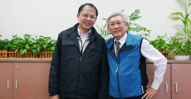 (左)中央機關基督徒聯禱會主席楊紹經;(右)中央機關基督徒聯禱會前任主席伍榮陞。