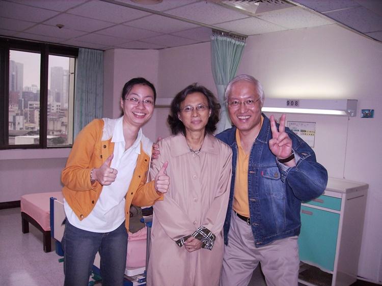 住院130天走過死蔭幽谷,瑪莉師母出院當天,周牧師與女兒安琦歡喜感恩!
