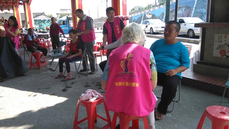 119團隊為彰化縣溪州大庄社區的長者服務。