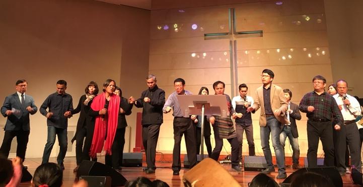 2月28日舉辦「為國禁食禱告嚴肅會」,牧者傳道齊跳舞敬拜神。