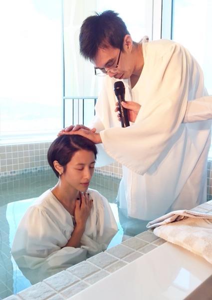 2015年,李蒨蓉於生日前一天受洗歸主。