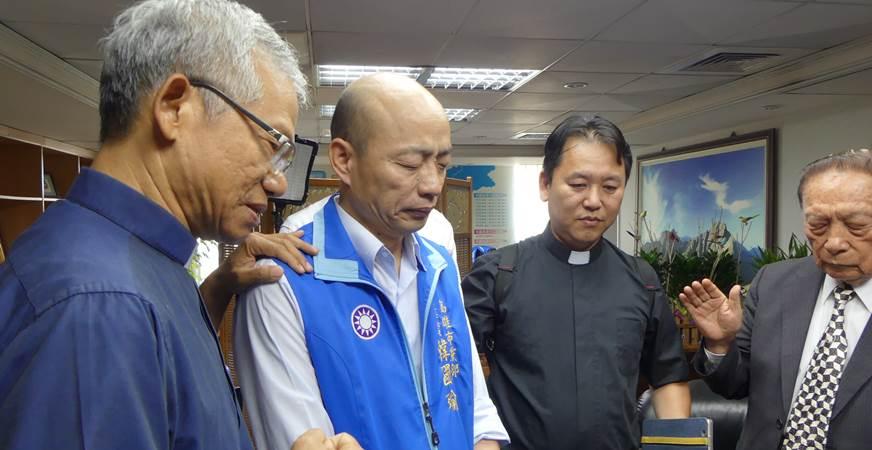 韓國瑜(左2)今(9日)正式宣布,成為國民黨高雄市長初選候選人。