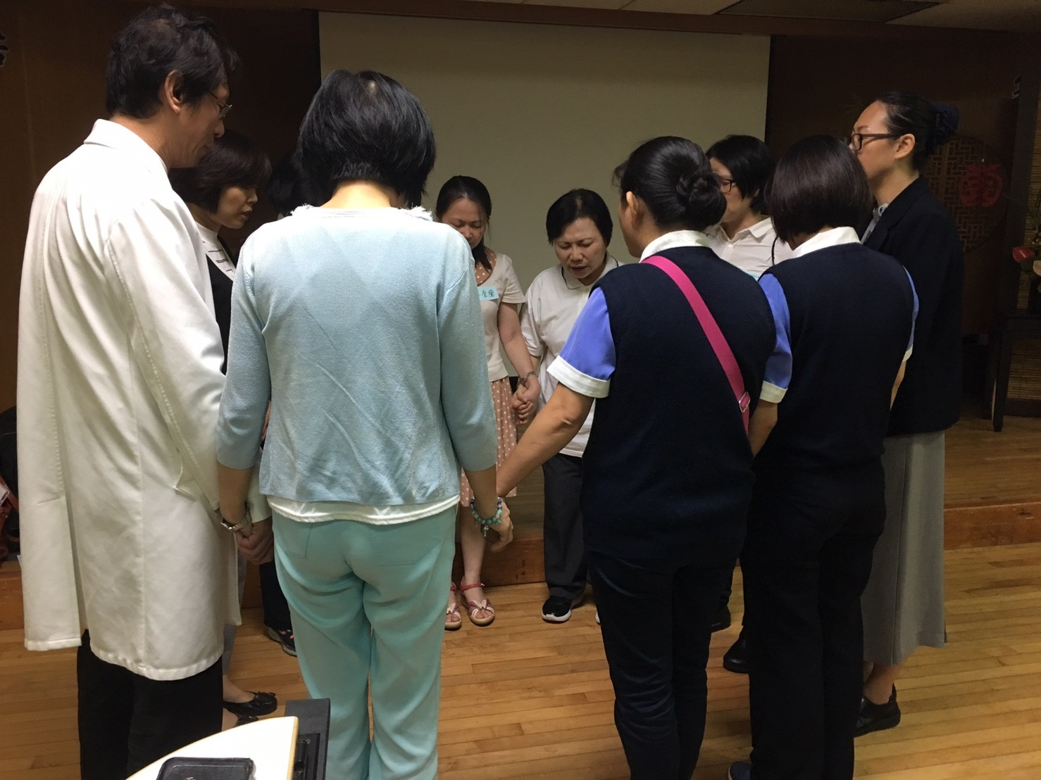 每周三中午,是恩多的社團契時間,彼此會為著肢體需要與醫院工作代禱。
