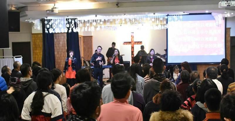 23日晚間,淡水基督教會PLA青年牧區舉辦聖誕慶典,吸引許多社區朋友一同歡慶聖誕。