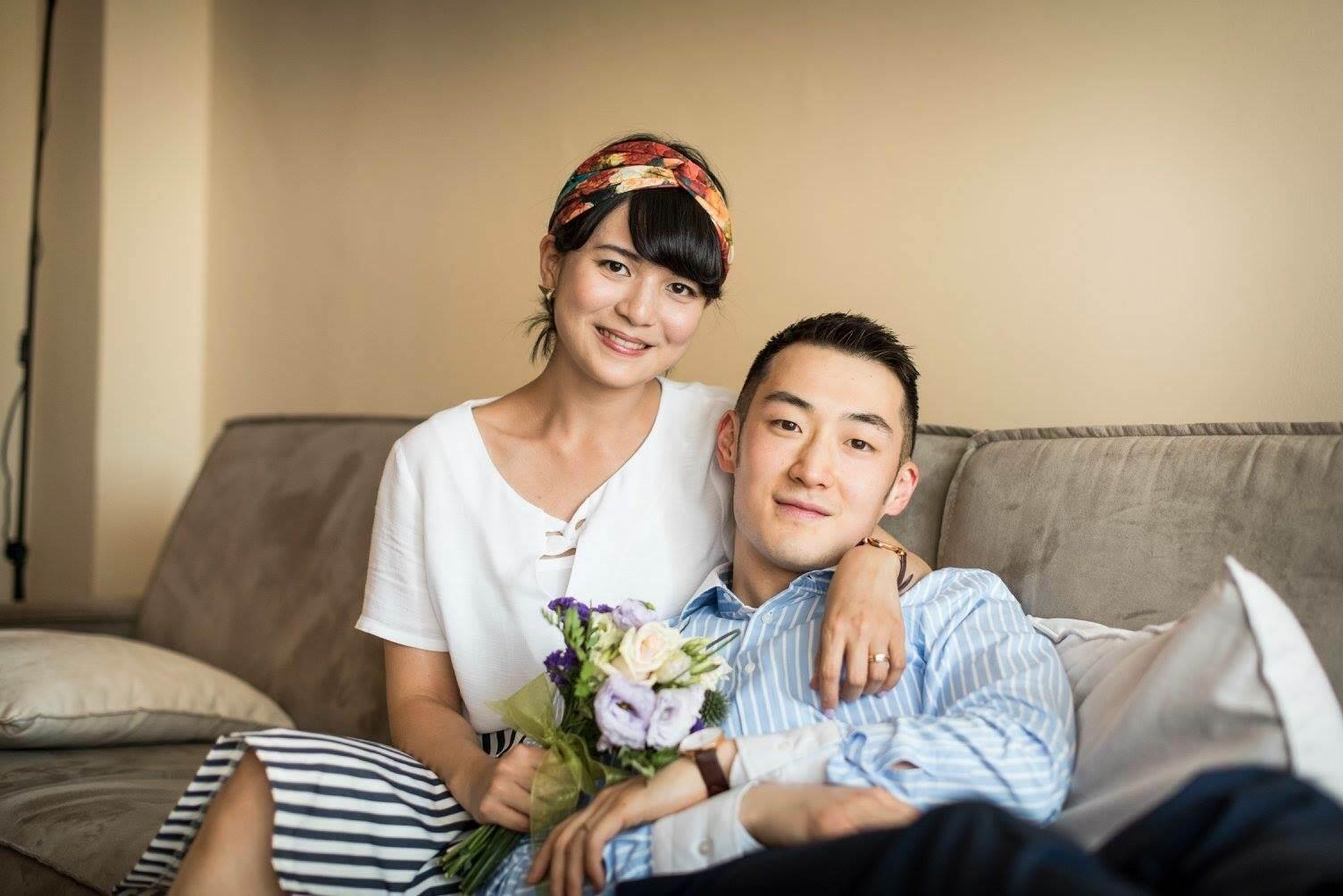 蔣萱(左)與夫婿耿含澤。