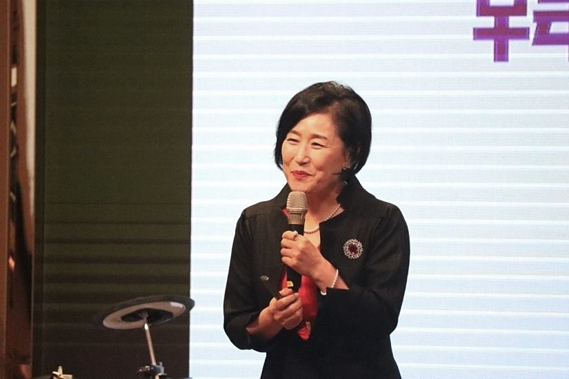 高舉神使這家公司起死回生 韓國知名「韓餃子」總裁南美景:照神旨意去做,神必親自成就