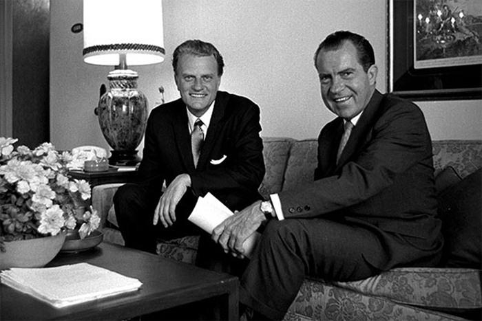 葛理翰牧師與第37屆美國總統尼克森(Richard Nixon)一直保持良好私交,也曾多次為其站台。