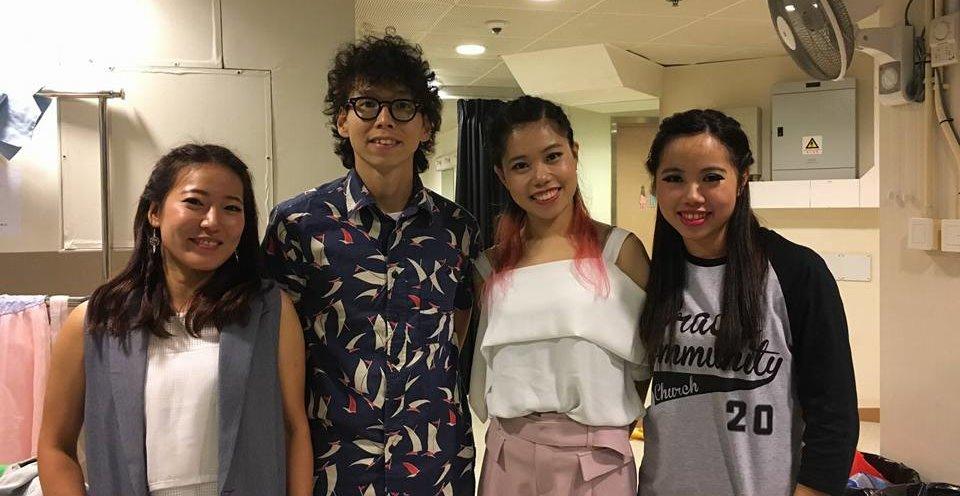 在多年的合作中,隊員與Moe的關係亦師亦友。左起:阿琴、Moe、迪迪(現為新起點同工及排舞老師)及Nicole。