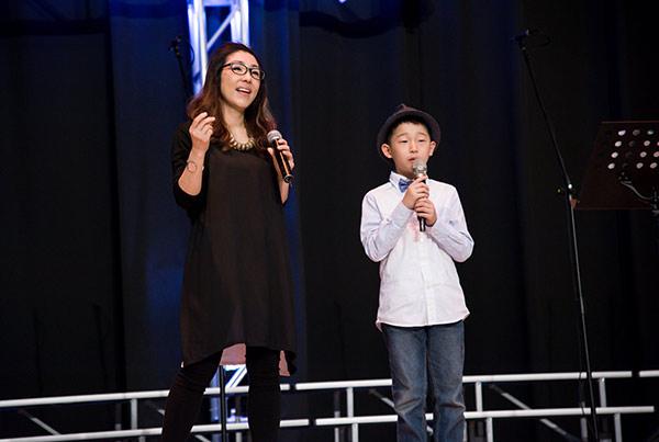 孫向瑩(左)不住感謝神,明白若不是上帝存留她的性命,就無法陪伴第3個(右)孩子成長。
