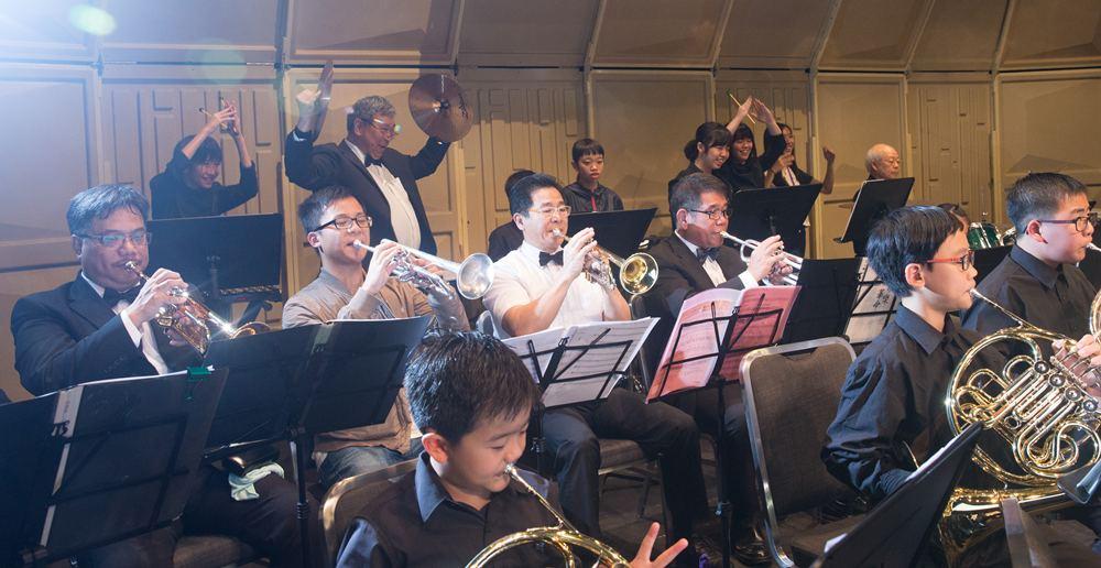 成為信義男爵樂團的團員,需要是達到50年歲的男士,而他們外出演出時,也有機會跟不同年紀的人士合作演奏。